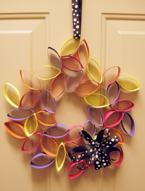 DIY recycled cardboard wreath
