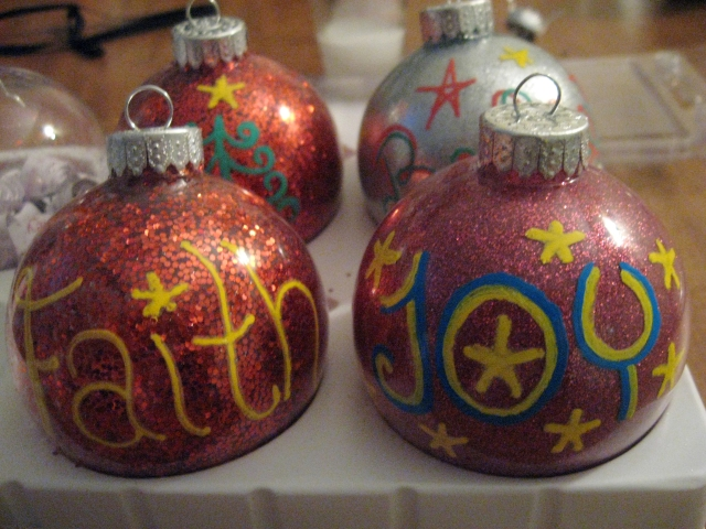 DIY Glitter Christmas Ball Ornaments