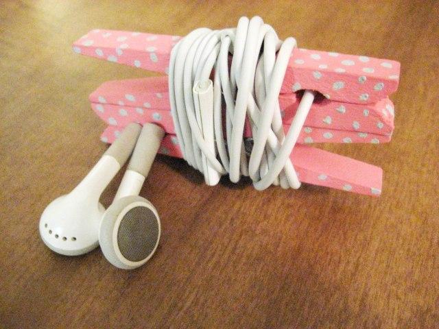 Clothespin headphone organizer