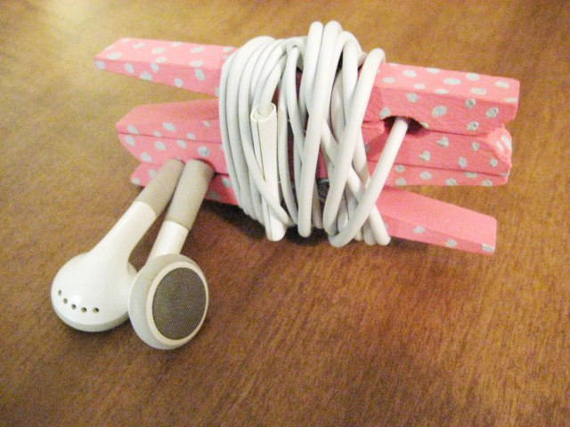 Clothespin headphone organizer