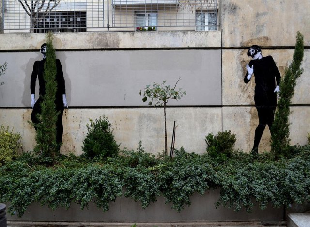 street art in paris by levalet (12)