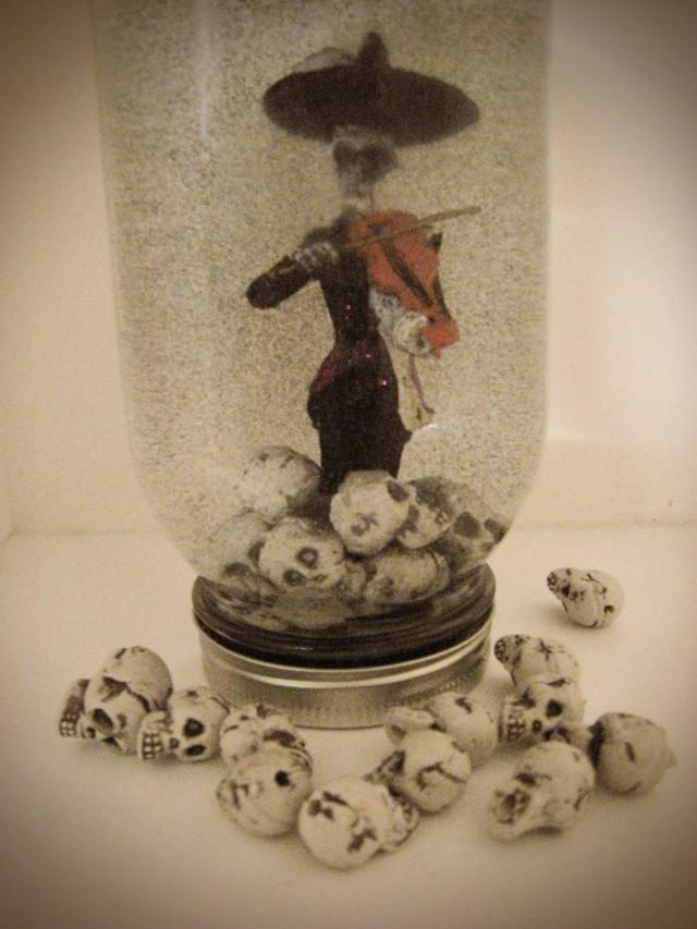 DIY Halloween glitter globe