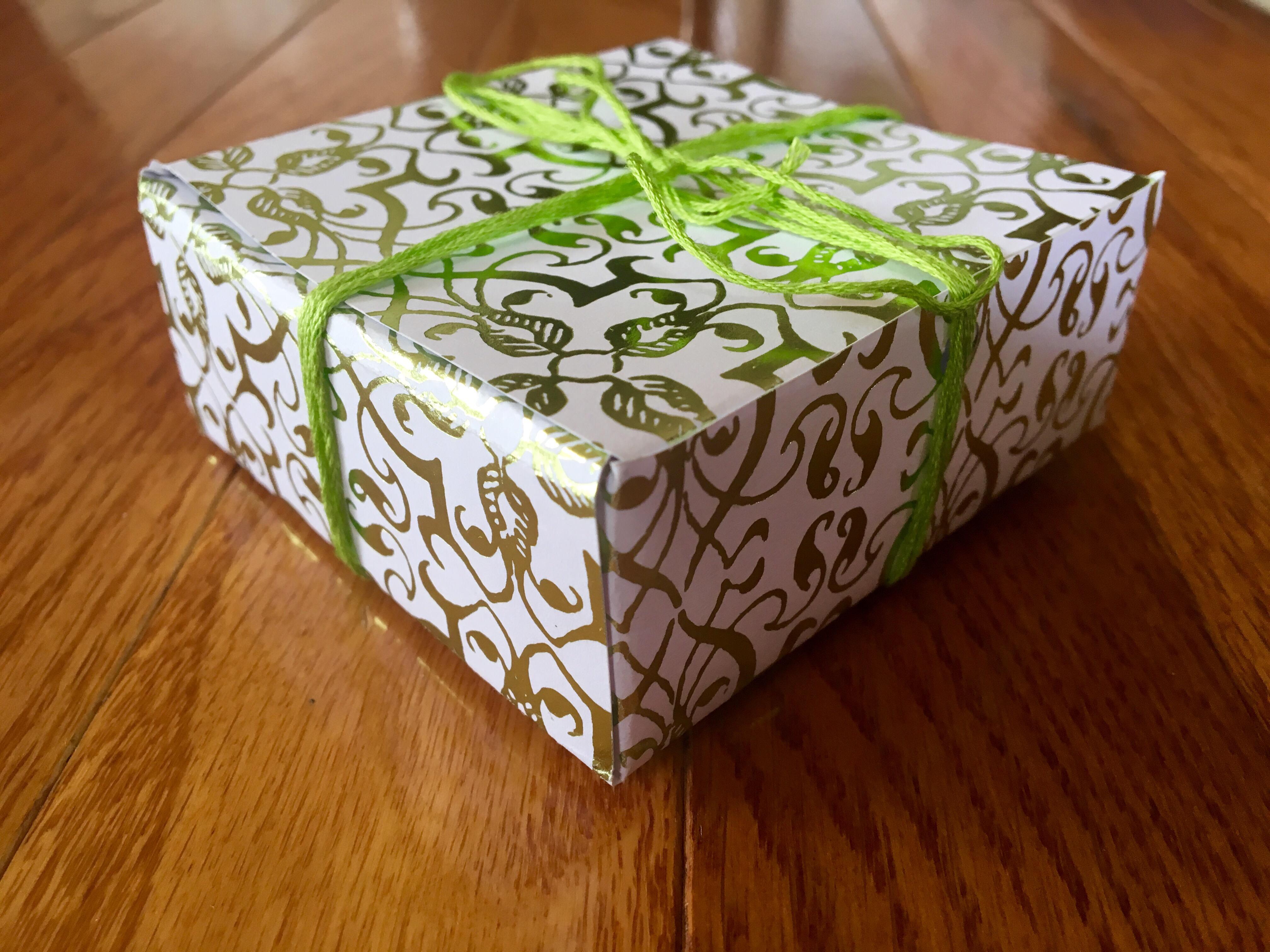 Scrapbook paper diy - Diy Scrapbook Paper Gift Box