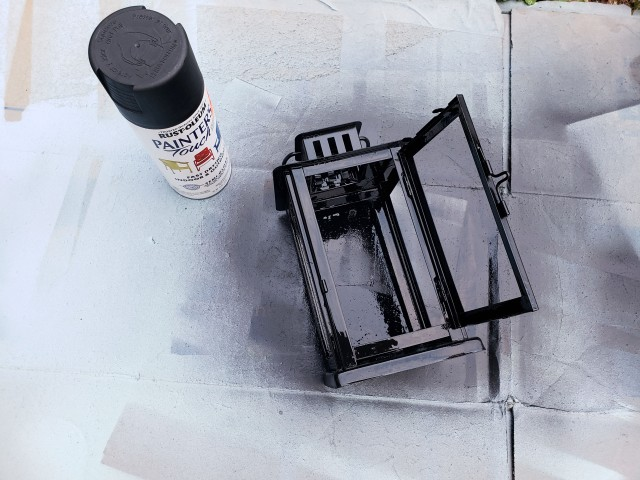spray paint the lantern